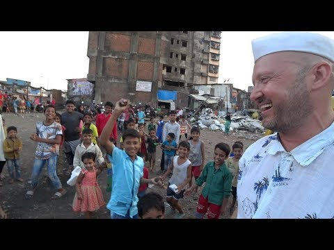 Exploring An Indian Slum // Dharavi Mumbai