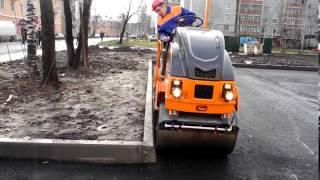 Тротуарный каток МС-1,5: уплотнение асфальта у бордюра(, 2013-12-06T13:02:23.000Z)