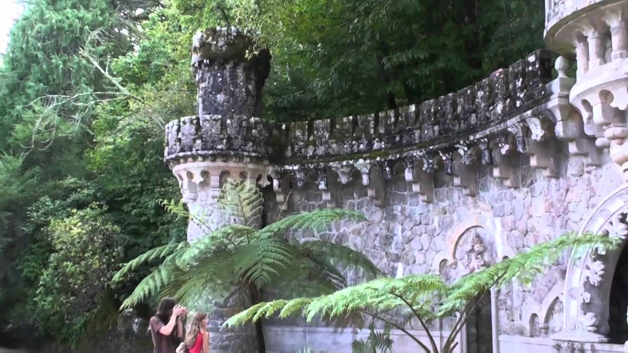 Sintra portugal le palais de la regaleira le puits initiatique les jardins youtube for Les jardins de lee