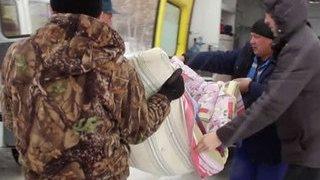 Спасатели вызволили больного ребенка из снежного плена