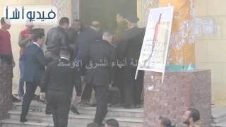 """بالفيديو: الآلاف من الأهالي بالسويس يشيعون مجند استشهد في العريش ويهتفون """"الموت للأرهاب"""""""