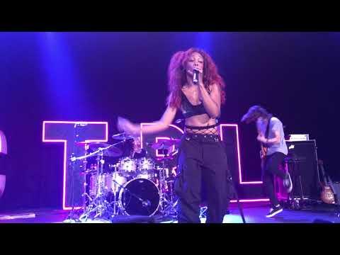 Sza - Love Galore (Ctrl Tour live @ The Novo in Los Angeles, CA 9/25/17)