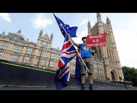 Comissão Eleitoral britânica multa campanha pró-Brexit Vote Leave
