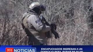 ENCAPUCHADOS INGRESAN A UN DOMICILIO PARA ROBAR BS 50 MIL