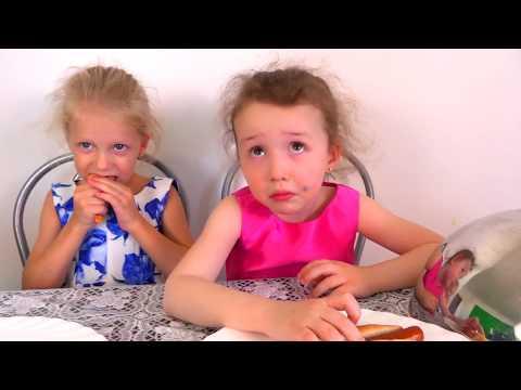 Мармелад против обычной еды играем в ресторан Подружка в гости пришла