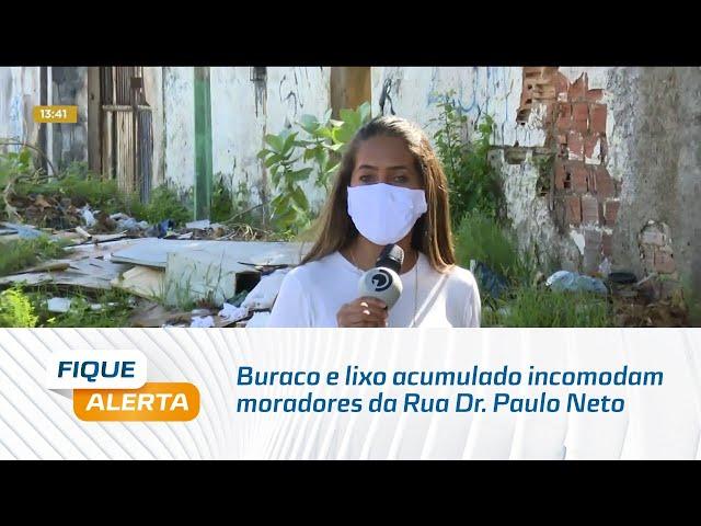 Buraco e lixo acumulado incomodam moradores da Rua Dr. Paulo Neto, no Trapiche