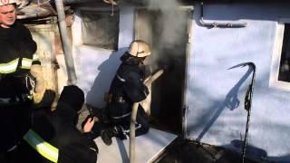В центре Николаева вспыхнул дом со старушкой внутри(, 2015-02-07T16:37:48.000Z)