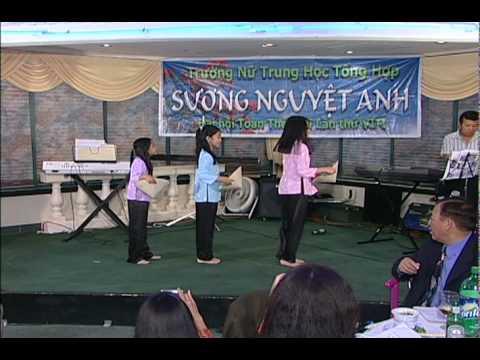 Buc Hoa Dong Que . Perform by Kim Bui, Ann Bui...