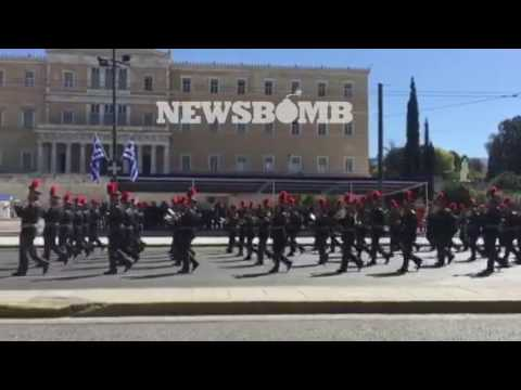 newsbomb.gr: Η μπάντα της αεροπορίας στην παρέλαση