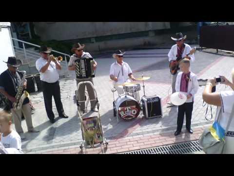Вуличні музиканти. Вальс.