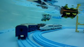 水中プラレール走行動画!! / Pla Rail the toy train under water.
