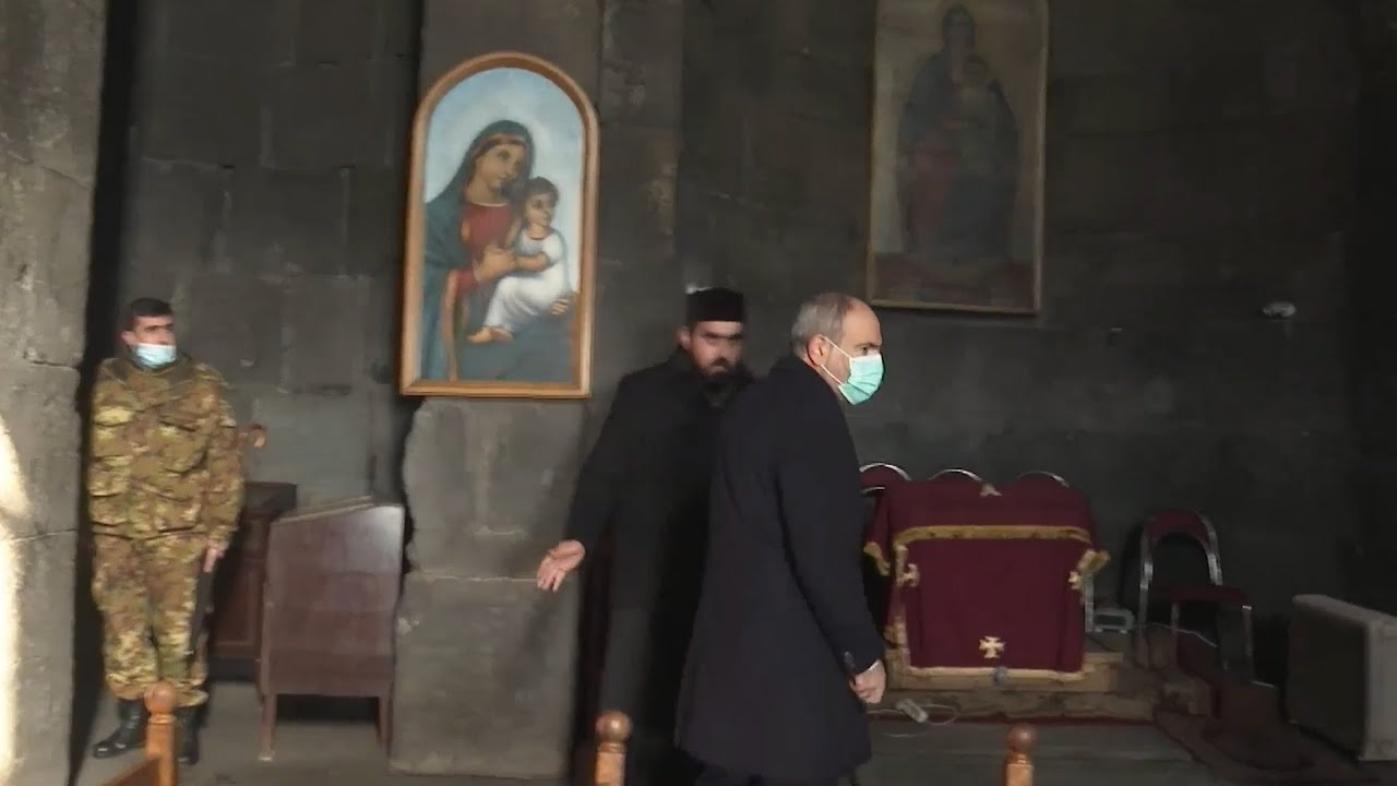 Տեսանյութ Ինչպես Սիսիանի եկեղեցում հոգեւորականը «մատ արեց» Փաշինյանին՝  ցուցադրաբար հրաժարվելով սեղմել նրա ձեռքը