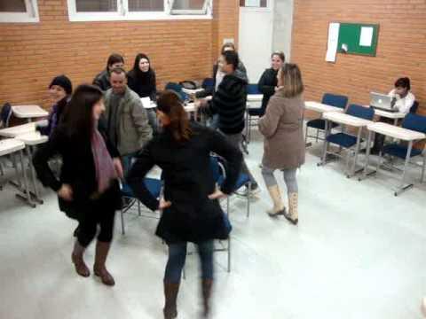 Dança da cadeira cooperativa 5° periodo