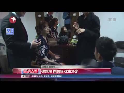Song Hye Kyo and Huang Xiao Ming chatting in English in the waiting room