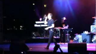 Rick astley   Lights Out Live Retrolicious 2010