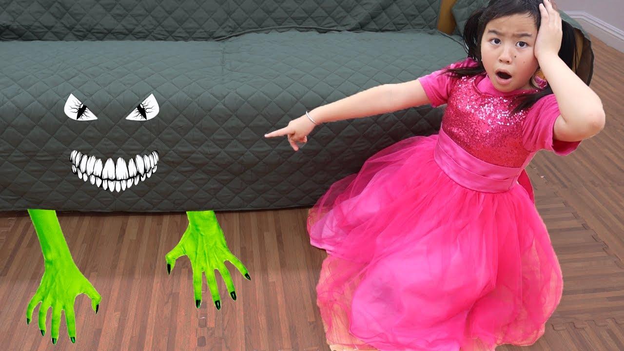 아이들을 위한 제니의 침대 밑 괴물 가상 놀이 이야기