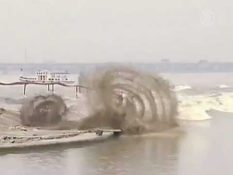 GIANT 90-foot-high Tidal Wave!!!