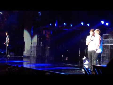 One Direction, Up All Night, 8/10, Los Angeles