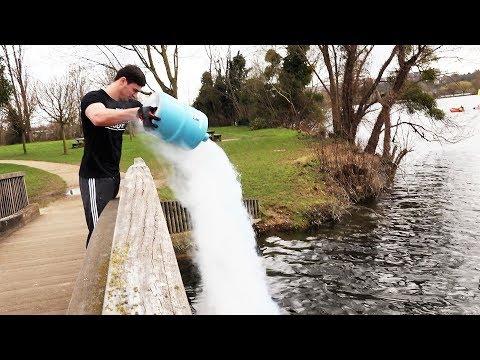 Renverser l'azote liquide d'un pont