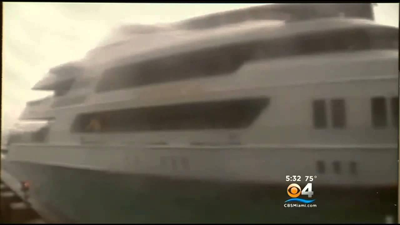 Cameras Capture Drawbridge Crashing Down On Yacht - YouTube