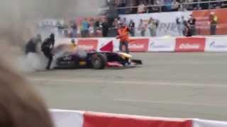 Болид Формулы-1 Red bull загорелся на шоу G-Drive Челябинск. 3.8.2014