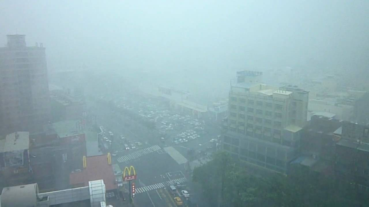 莫拉克颱風(高雄11級風)18樓拍攝 - YouTube