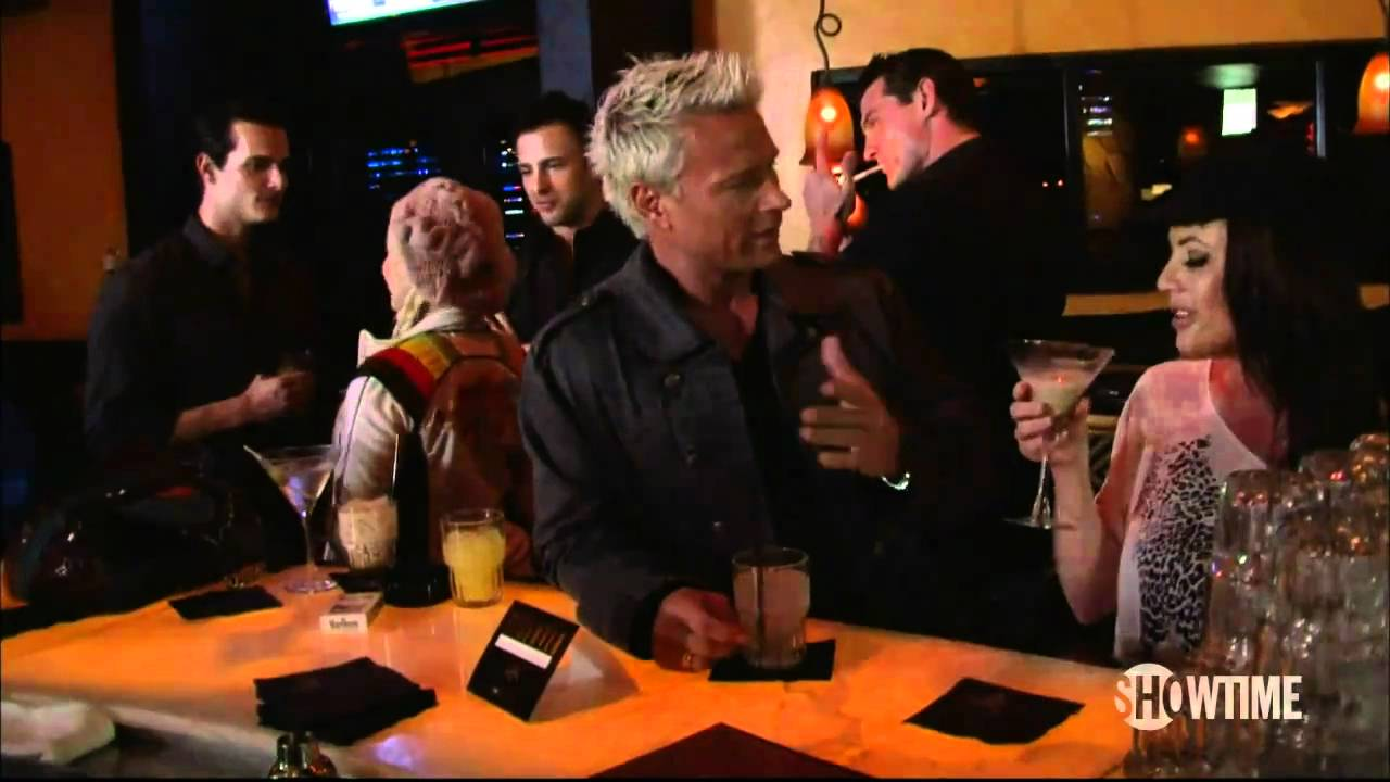 Download Gigolos hit on ladies at the bar