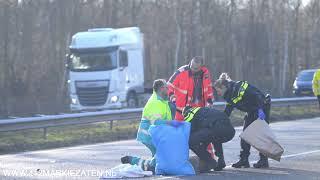 Ernstig ongeval tussen vrachtwagen en persoon op de A4 bij Bergen op Zoom