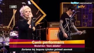 Model - Beni Aldattın (NTV / Canlı Performans)