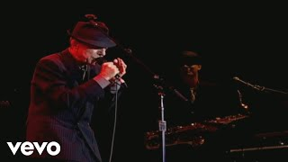 Смотреть клип Leonard Cohen - Ain't No Cure For Love