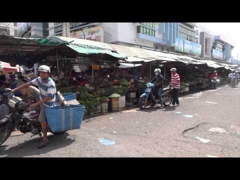 Di cho  Vinh Long market  Mekong delta   Vietnam