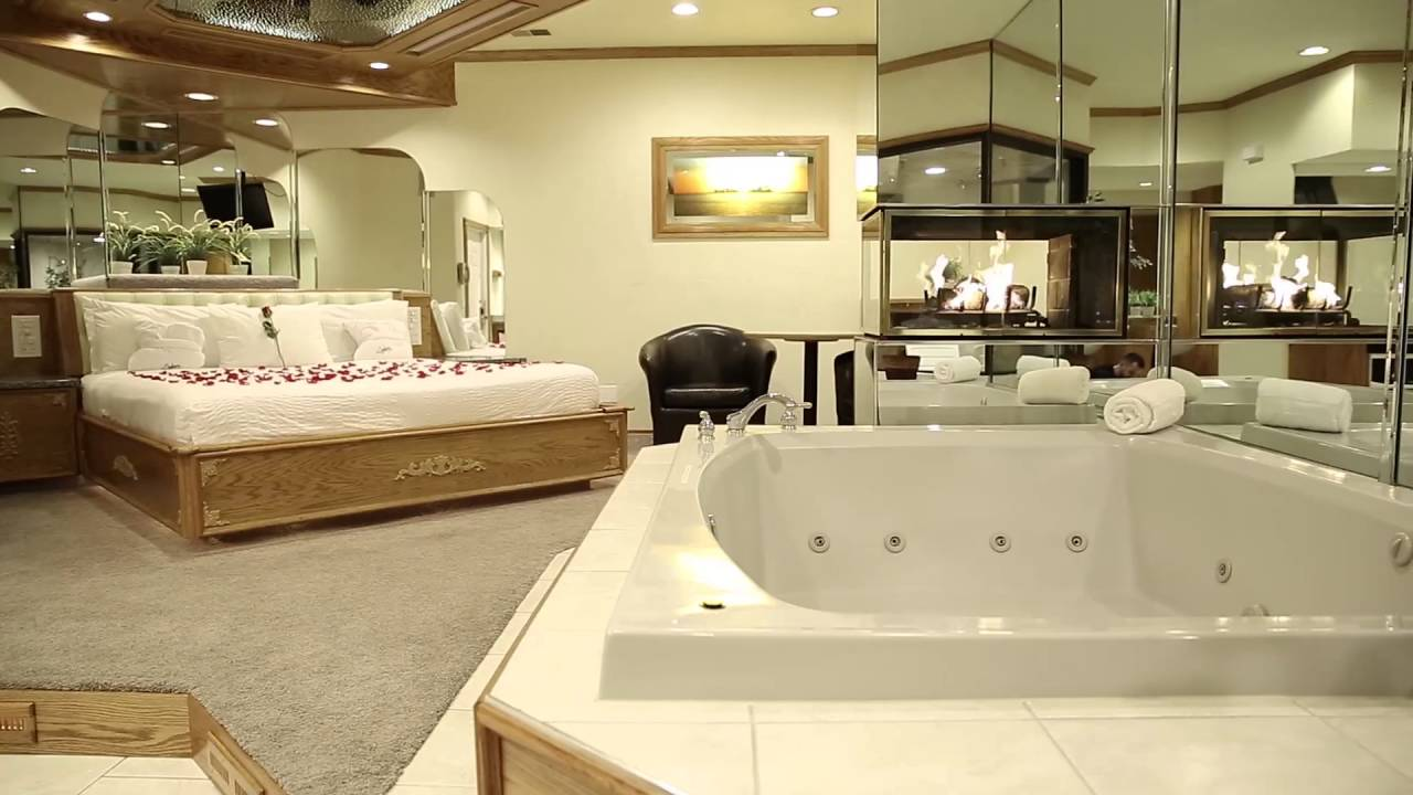 Jacuzzi Pool Deluxe Deluxe Whirlpool Suite Sybaris Romantic Weekend Getaways In