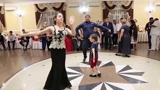 Танец девушки и маленького джигита на свадьбе Авраама и Кристины