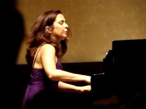 Clara Rodriguez plays Joropo by Moisés Moleiro live in London