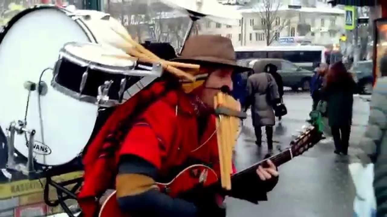 Уличный музыкант в Санкт-Петербурге