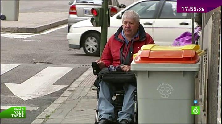 Aceras en mal estado calles estrechas ir en silla de ruedas una prueba de obst culos youtube - Sillas de ruedas estrechas ...