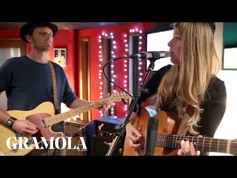 Gabrielle Louise - Love on the rocks (Little Canyon Session)