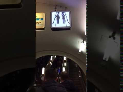 Новые электронные табло появились над эскалаторами в московском метро