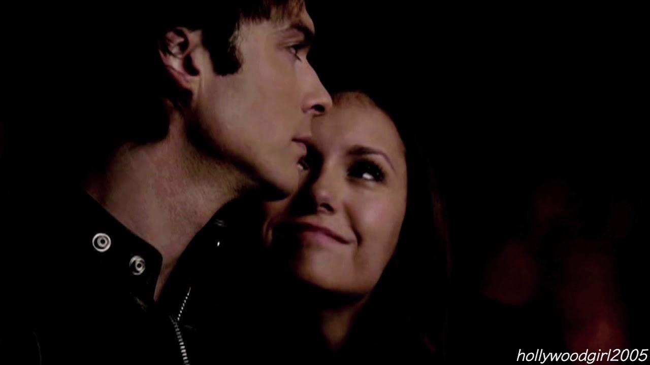 Wanneer doen Damon en Elena beginnen met daten in the Vampire Diaries