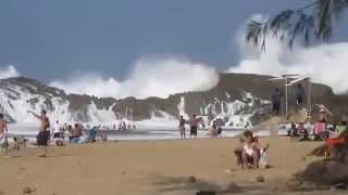 Самый опасный пляж в мире (Большие волны)