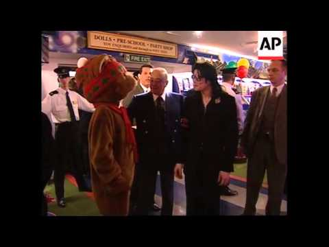 UK: MICHAEL JACKSON IN SURPRISE VISIT WITH AL FAYED