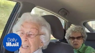 Hilarious moment elderly sisters argue with each other - Daily Mail