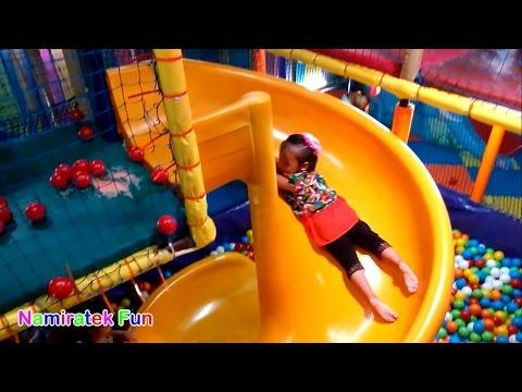 Bermain Mainan Anak Mandi Bola Taman Anak-Anak di Mall - Playing Kids Pool Fun Balls Playground