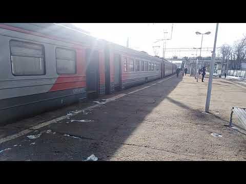 Отправление электропоезда ЭР2Р со станции Тучково