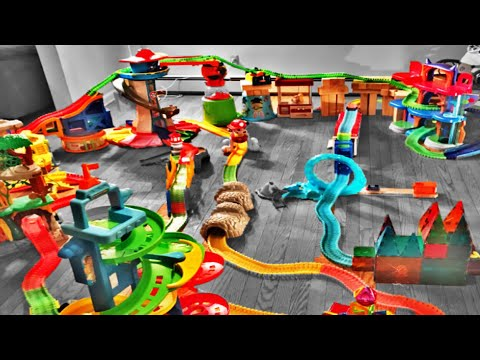 magic tracks toys challenge giant race track light up cars lots of crashes youtube. Black Bedroom Furniture Sets. Home Design Ideas