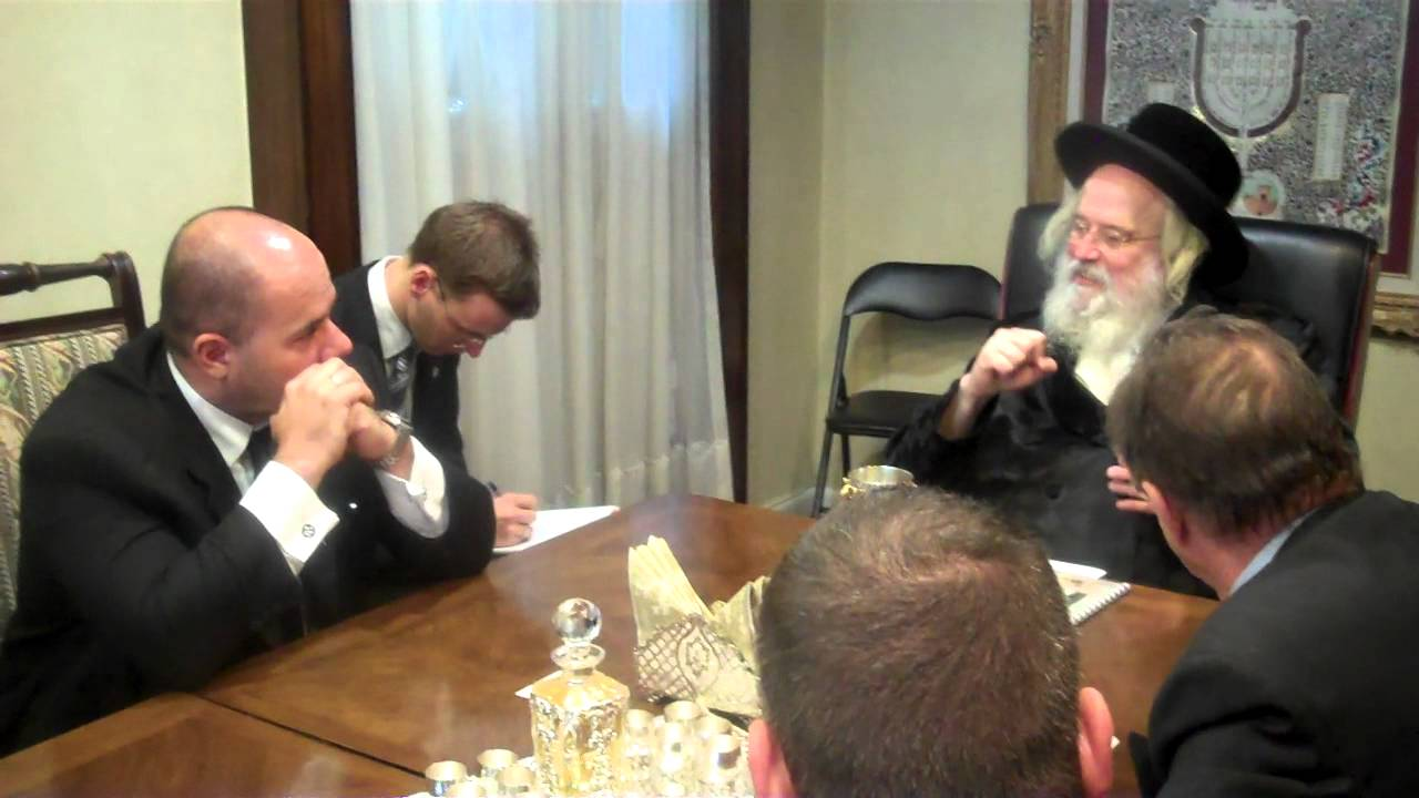 Munkatcher Rebbe with Hungarian diplomats Part 3/3