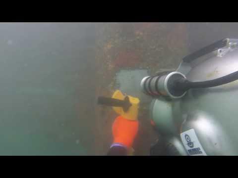 Underwater hydraulic grinder
