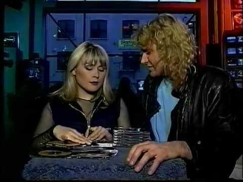 Steve Anthony co-hosts with Mitsou (MuchMusic, November 29, 1991)