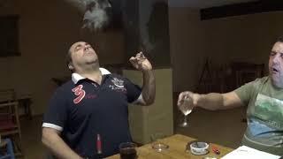 Mucho cuidado cuando te fumas un cigarrito de la risa.