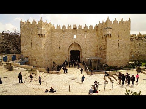 Walking in Jerusalem (Israel / Palestine).